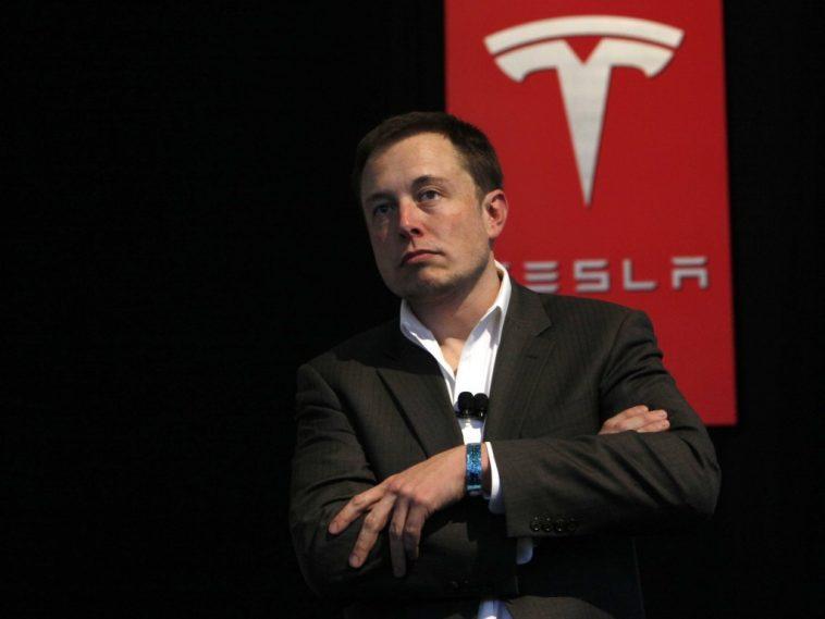 Elon Musk Afuta Kurasa za Facebook za Tesla na SpaceX