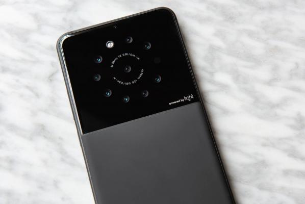 Smartphone yenye kamera tisa
