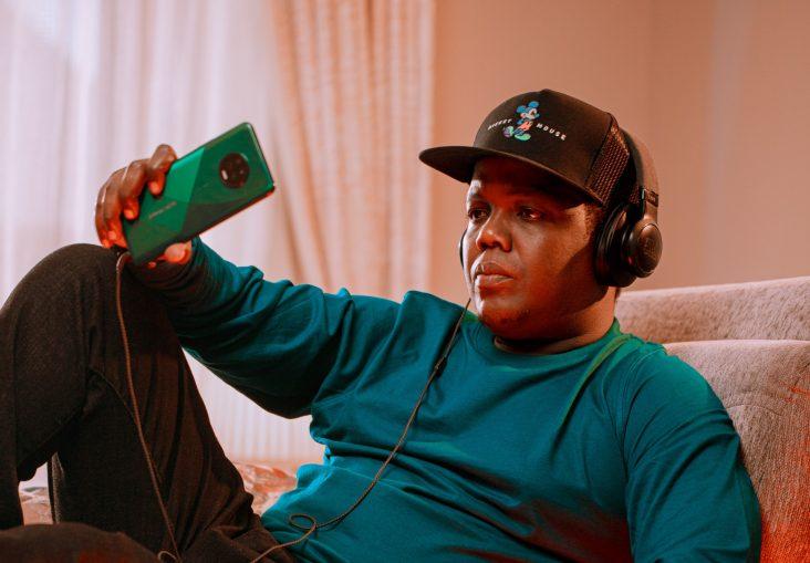 """Msanii """"AY"""" Apewa Ubalozi wa Simu Mpya ya Infinix Note 7"""
