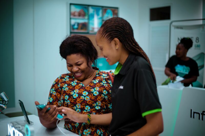 Vodacom na Infinix Wazindua Simu Mpya ya Infinix NOTE 8
